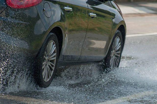Автомобиль во время дождя