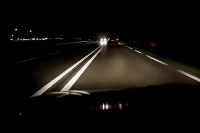 Движение на втомобиле в темное время суток
