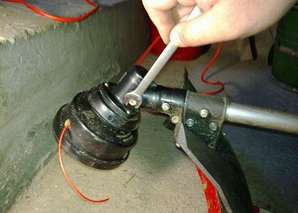 Ремонт стартера триммера своими руками: разборка и сборка, замена шнура, намотка пружины - ТехноЭксперт